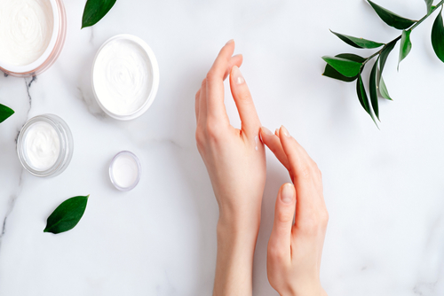 Витамины для кожи рук: как питать кожу для защиты от шелушения