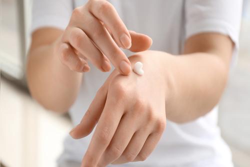 Огрубевшая кожа рук: как бороться с грубой кожей на руках