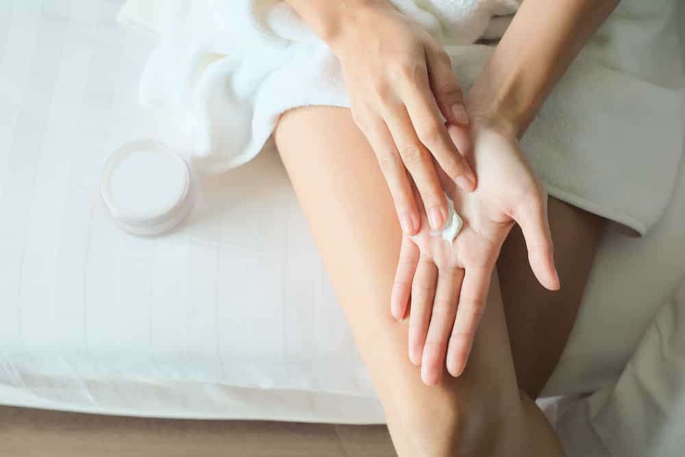 Пользоваться кремом для рук